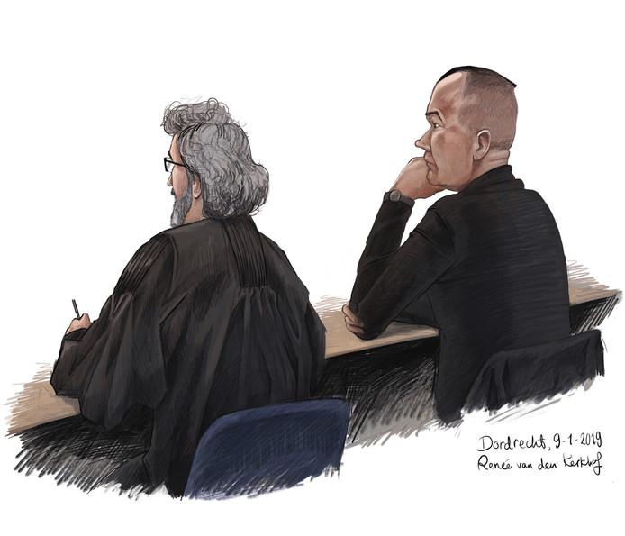 Ad Haverkamp, die gewoon met zijn achternaam genoemd wil worden, met zijn advocaat tijdens de tussentijdse zitting in de rechtbank Dordrecht, eerder deze week.