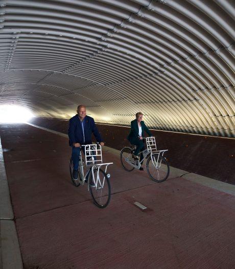 Tunnel met fietspad, watergang en speciale led-verlichting in Zevenaar: 'Vrij uniek'