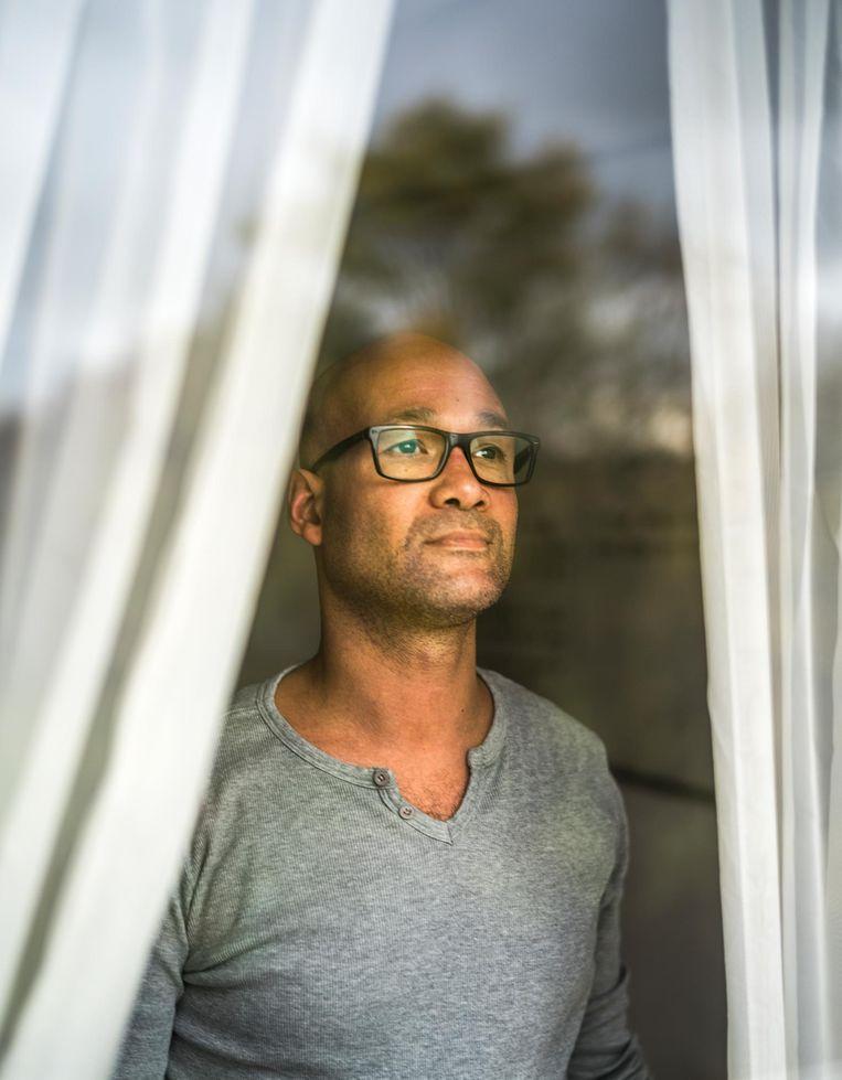 Romeo: 'Een keer belde mijn ex de politie. Toen die kwam, was ik degene die het busje in moest. Ze geloofden mij niet.' Beeld null