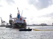 Gelekte olie in Waalhaven na vandaag opgeruimd