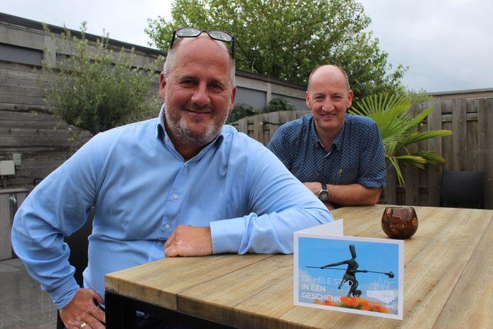 Schepen Christophe De Waele en burgemeester Luc Vandevelde lanceren de Eeklobon.