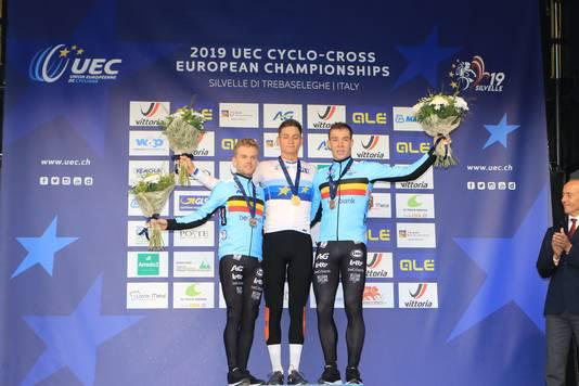 Mathieu van der Poel is in Silvelle Europees kampioen geworden in het veld. De Nederlander volgde zichzelf op als kampioen. In de slotronde wist Van der Poel Iserbyt af te schudden.  Derde werd Laurens Sweeck.