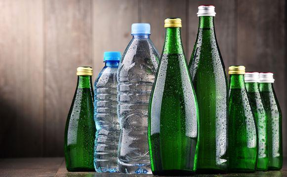 Plastic drankflessen, maar ook voedselverpakkingen, kassaticketjes en conservenblikken bevatten bisfenol a, een chemische stof die in verband wordt gebracht met kankers, mannelijke onvruchtbaarheid, diabetes en hart- en vaatziekten.