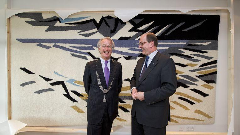Beeld uit 2010: De Haagse burgemeester Jozias van Aartsen (L) en toenmalig secretaris-generaal Joris Demmink van het ministerie van Justitie. Beeld anp