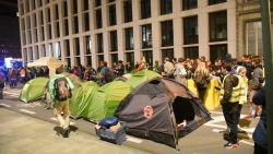 """Klimaatactivisten die nacht doorbrachten in Wetstraat verhuizen naar Troonplein: """"We roepen op ons daar te vervoegen"""""""