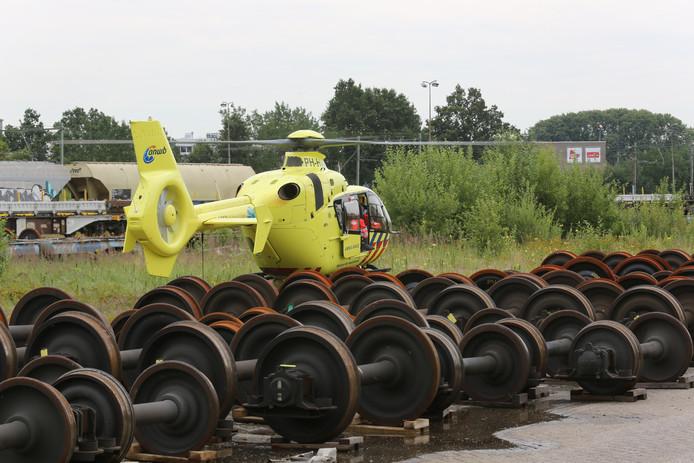 Een traumahelikopter landde op de plek van het ongeval.