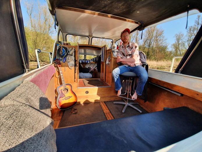 Jeroen kant vertrok naar zijn boot in de Biesbosch om daar de coronatijd in alle rust uit te zitten.