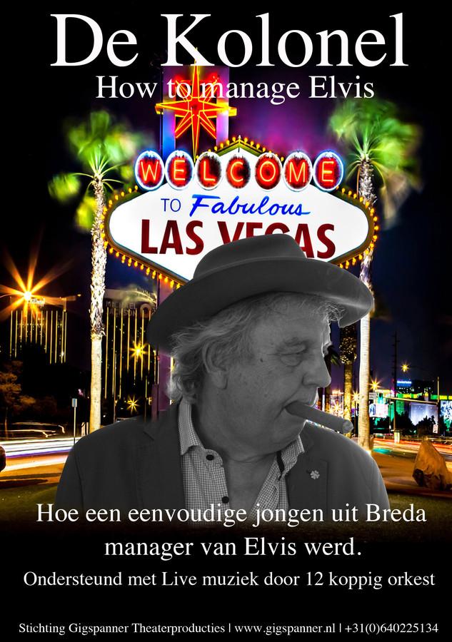 Flyer van de theatervoorstelling De Kolonel, over Dries van Kuijk die als bejaarde man terugkeert in Breda en reflecteert op zijn leven als manager van Elvis Presley.