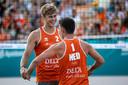 Steven van de Velde (links) met zijn voormalige beachvolleybalpartner Dirk Boehle.