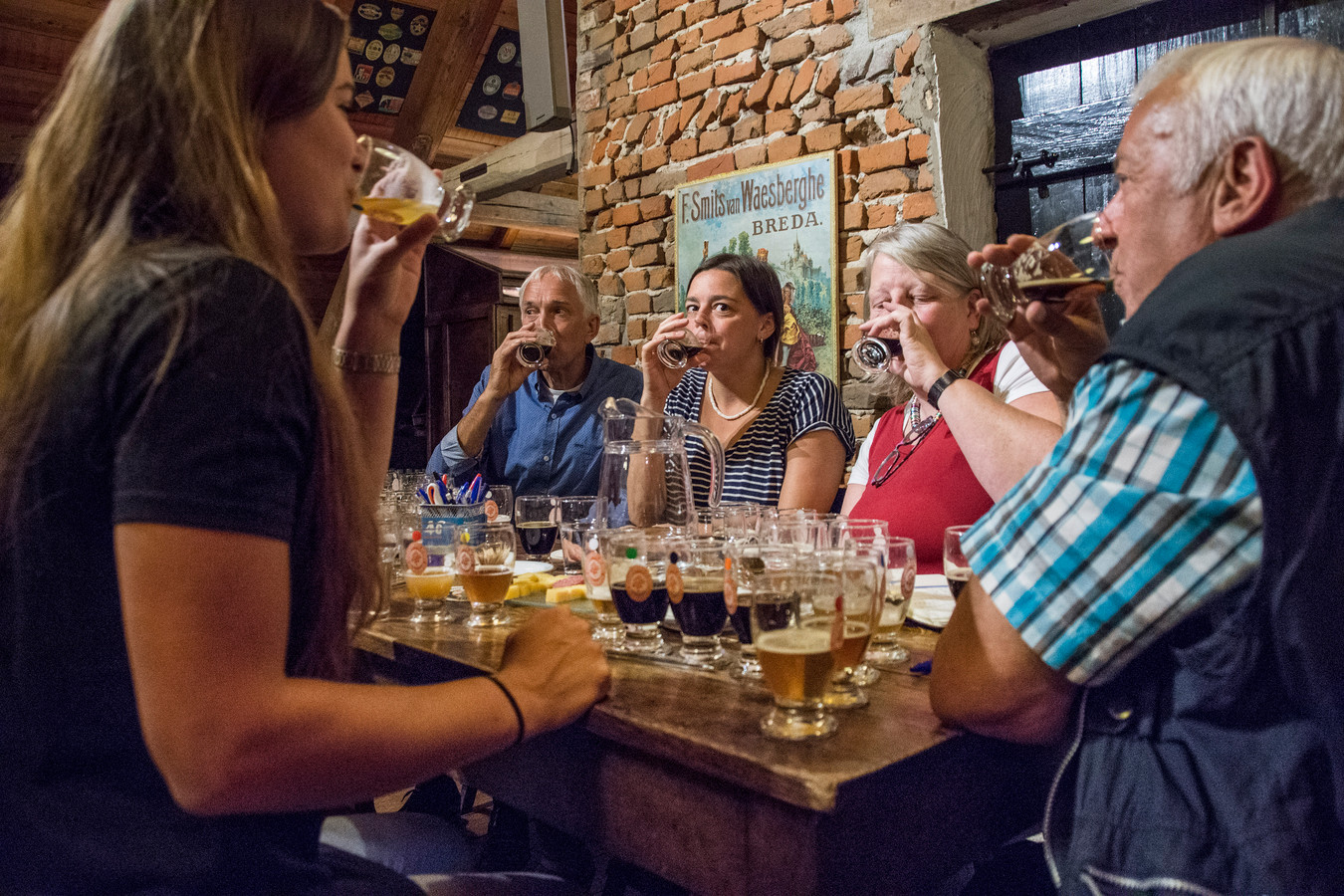 De jury is bijeen in Museumbrouwerij De Roos in Hilvarenbeek