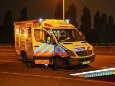 Botsing tussen auto en ambulance met spoed op de Spijkenisserbrug