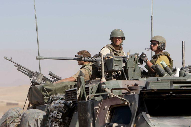 Fotograaf Jeroen Oerlemans aan het werk bij binnenkomst in Kamp Holland in Afghanistan op 26 oktober 2008. Beeld anp
