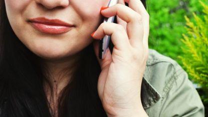 Jonge vrouw sterft nadat smartphone ontploft terwijl ze belt met familielid