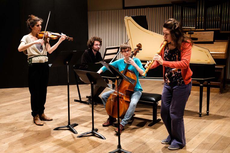 Nele, Paul, Anne, Johanna tijdens de repetitie met Chiaroscuro.