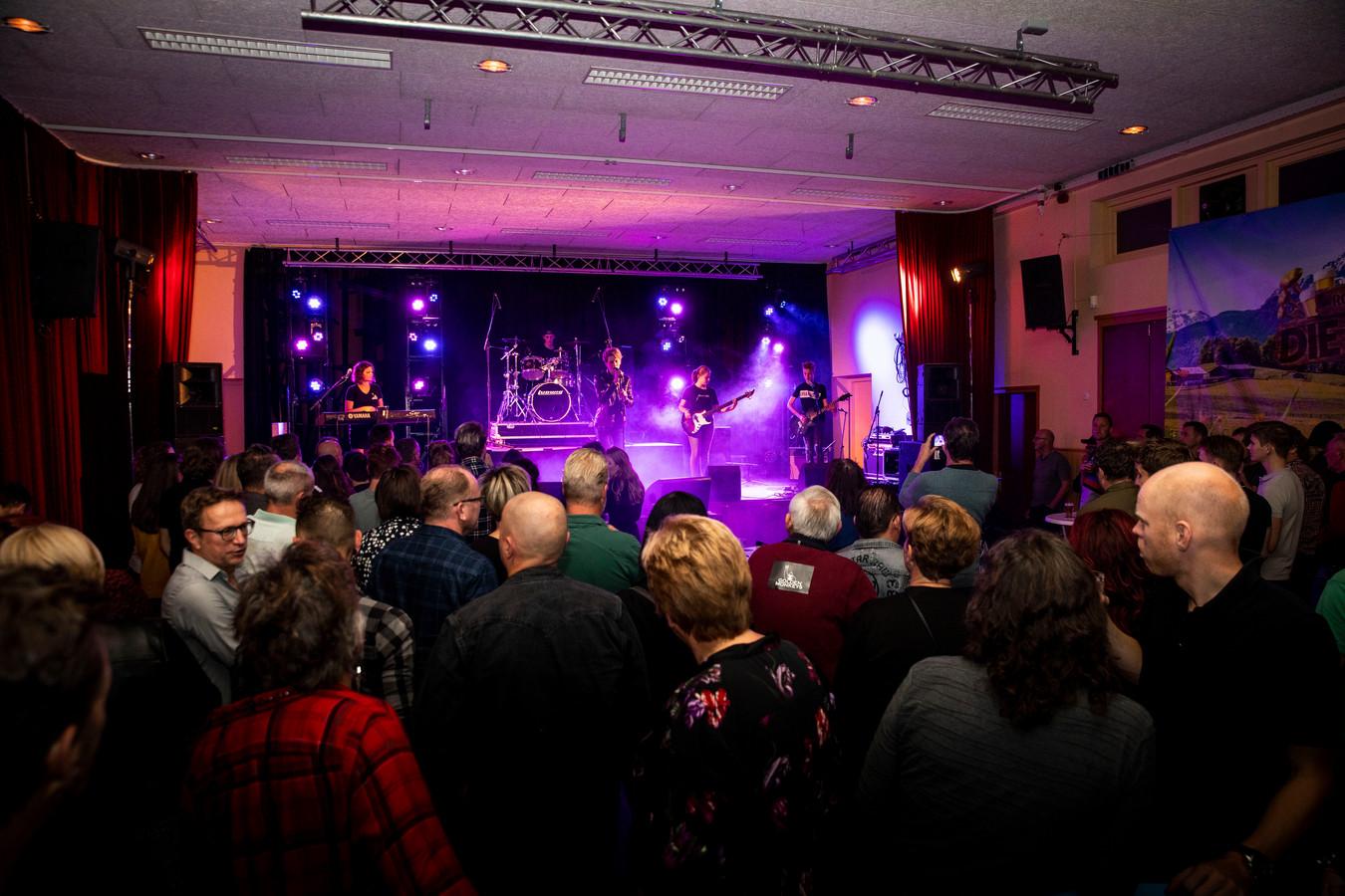 De tweede editie van Rocktoberfest in Helenaveen.