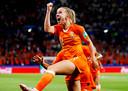 Jackie Groenen na haar goal in verlenging tegen Zweden in de halve finale van het WK.
