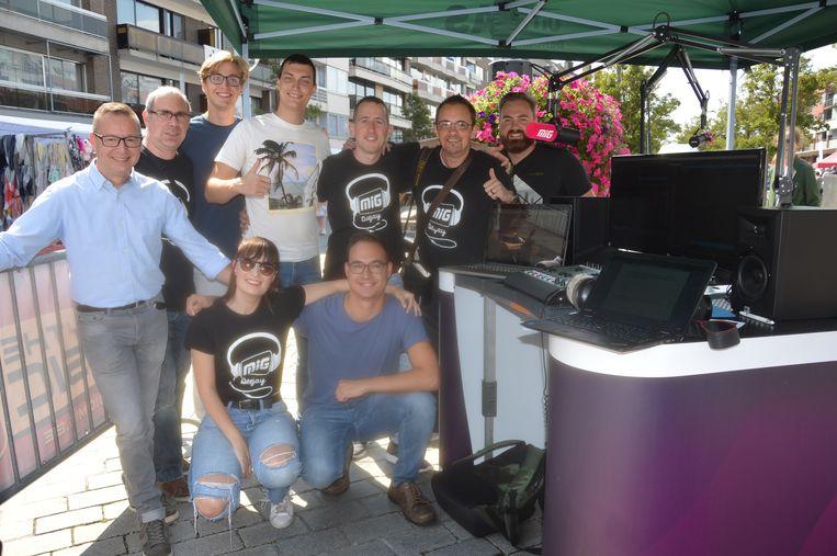 De medewerkers van radio MIG tijdens de live-uitzending op de jaarmarkt van Ninove.