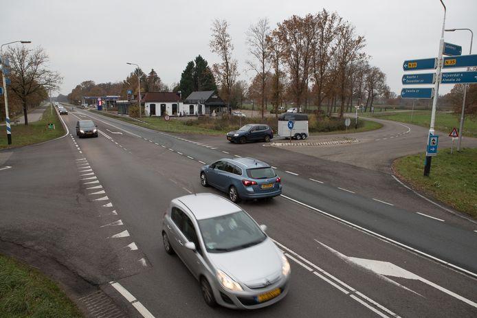 De kruising bij de Stationsweg in Haarle aan de N35.