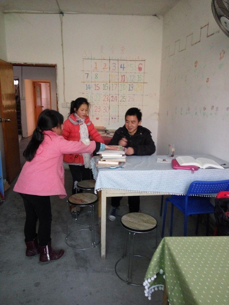 De 28-jarige Chen Diqiao is in zijn geboortestreek een jeugdbibliotheek begonnen Beeld Tabitha Speelman