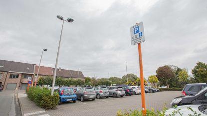 """Roosdaal denkt na over oplossingen na uitbreiding blauwe zone aan station Liedekerke: """"Lijn 127 naar daar sturen zit in de pipeline"""""""
