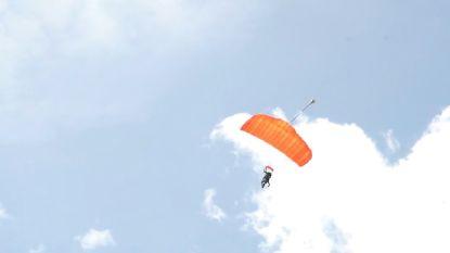 VIDEO: Leah Thys springt dan toch uit een vliegtuig