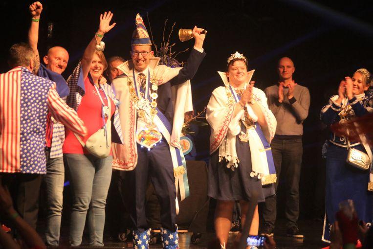Nico Van Tricht (45) en Katleen Vanvlaenderen (46) zijn tot nieuw Prinsenpaar van Carnaval Halle verkozen.