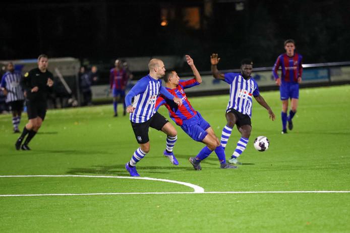 FC Eindhoven AV dit seizoen in actie tegen Brabantia in de eerste klasse C. Beide ploegen komen uit in de derde ronde van de districtsbeker. FC Eindhoven treft Achilles Veen en Brabantia speelt  tegen het Tilburgse TSV Gudok.