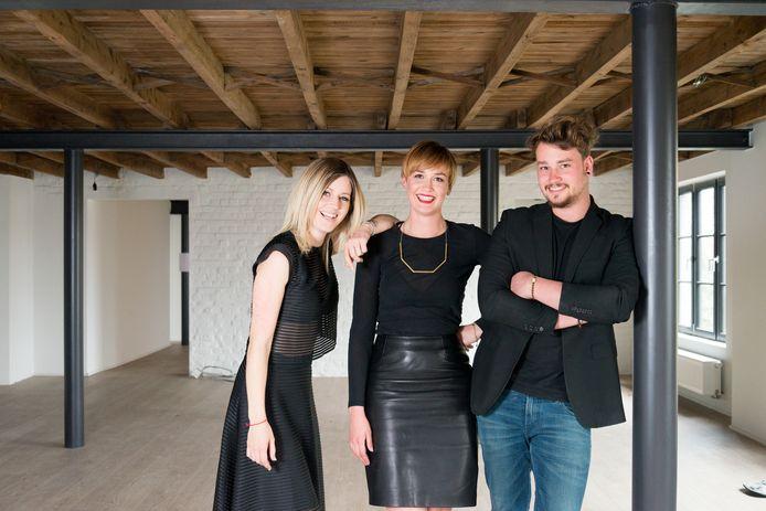 Shana Piessens (midden), samen met haar collega's Elien Van Laeken en Gilles Van Overbeke op een archieffoto van 2017 in het pand waar ze kort nadien startten met Morpho.