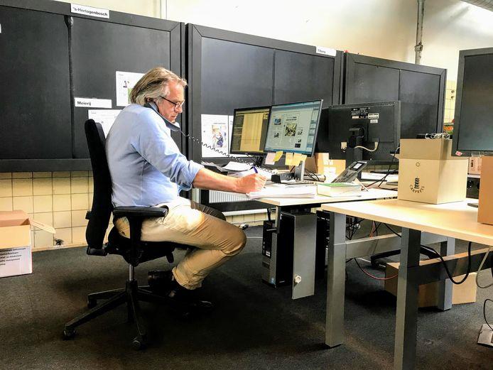 Fons Knegtel op de redactie van het Brabants Dagblad