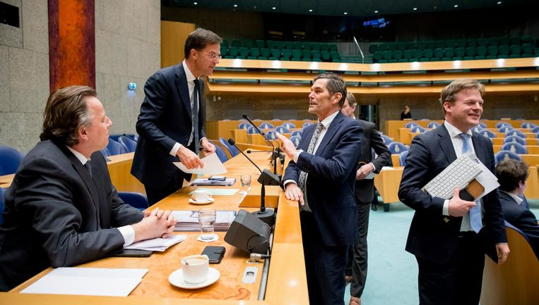Minister Bert Koenders van Buitenlandse Zaken, Premier Mark Rutte, Harm Beertemla (PVV) en Pieter Omtzigt (CDA) in de Tweede Kamer tijdens het debat over de aanpassing van het Oekraineverdrag. Beeld anp