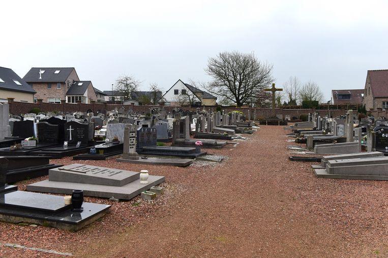 Een groot deel van de graven op het kerkhof gaan verdwijnen
