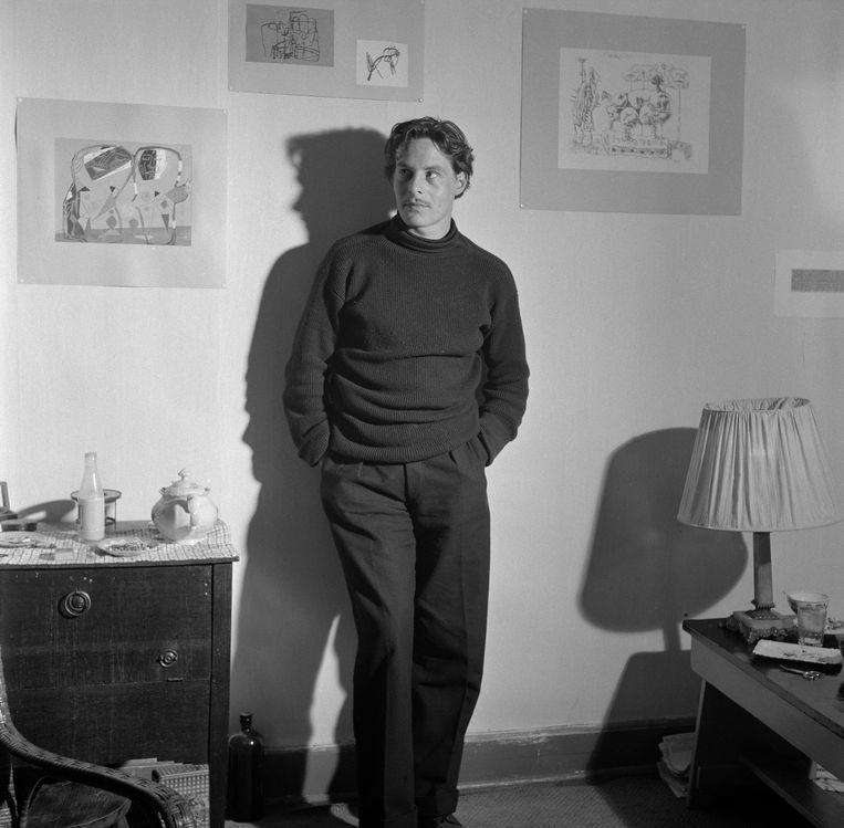 Lucebert in de jaren vijftig. Beeld Eli van Zachten/MAI.