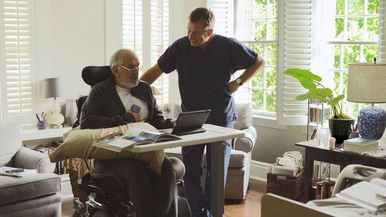 Michael Cristofer (links) en Tim Roth in Chronic. Beeld Lucia Films