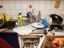 'Nice, nice kitchen!' schreeuwde mijn Aziatische buurman, doelend op de door mij veroorzaakte rotzooi