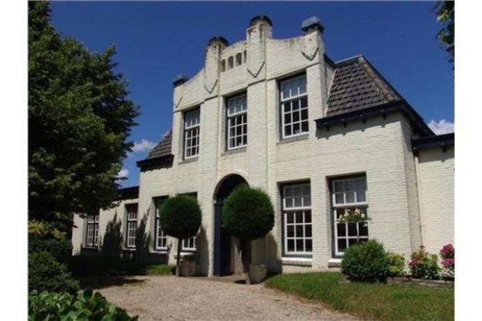 Villa Zorgvliet in glorietijd. Na tien jaar leegstand is het pand flink verpauperd.
