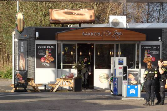 Bij het Esso Express-tankstation aan de Rondweg-Oost in Veenendaal is maandag een gewonde gevallen bij een schietpartij.