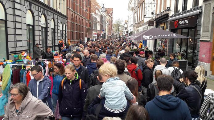 Juist op zondag trekt Zwolle veel toeristen die willen winkelen, merken de ondernemers.