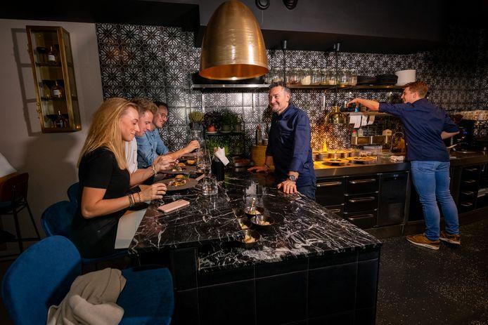 Italiaans restaurant D'Andrea's in Zwolle. Chefkok Pietro d'Andrea verrast zijn gasten aan de chef's table met bijna dagelijks wisselende Italiaanse gerechten.