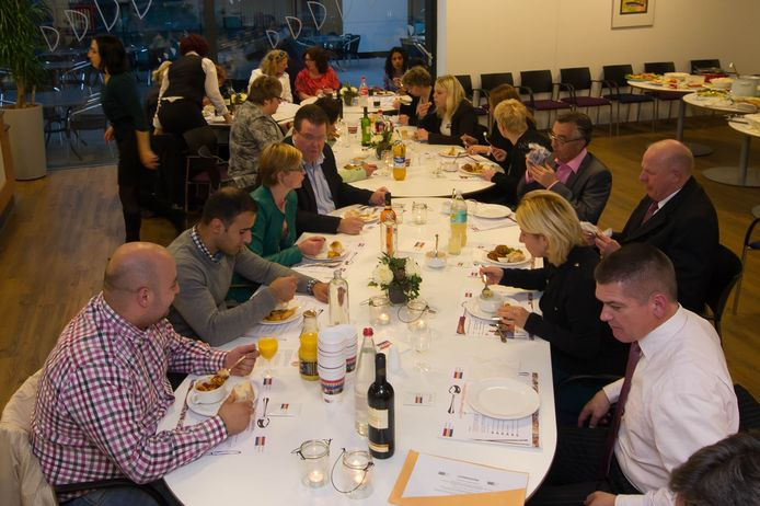 Eerdere edities van het integratiediner in Rijssen-Holten waren een succes.