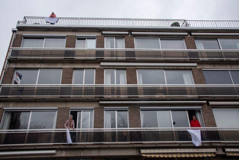 Applaus en witte lakens in Wetteren.