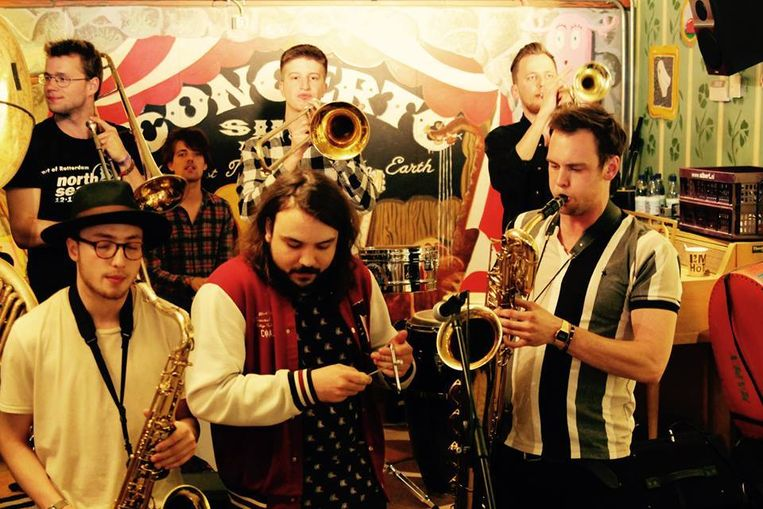De Gallowstreet Brass Band, die vorig jaar op het tijdelijke podium stonden te blazen. Beeld Ruben Eg