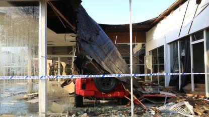 Ravage in garage aan Gentse Steenweg nadat dak van toonzaal instort