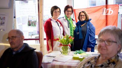 """VIDEO Vakbonden voeren actie aan woonzorgcentrum Berkenhof: """"Bewoners en werknemers willen zekerheid over toekomst"""""""