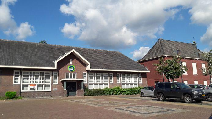 Het voormalige schoolgebouw dat door Zuidzorg werd gebruikt en nu verkocht is