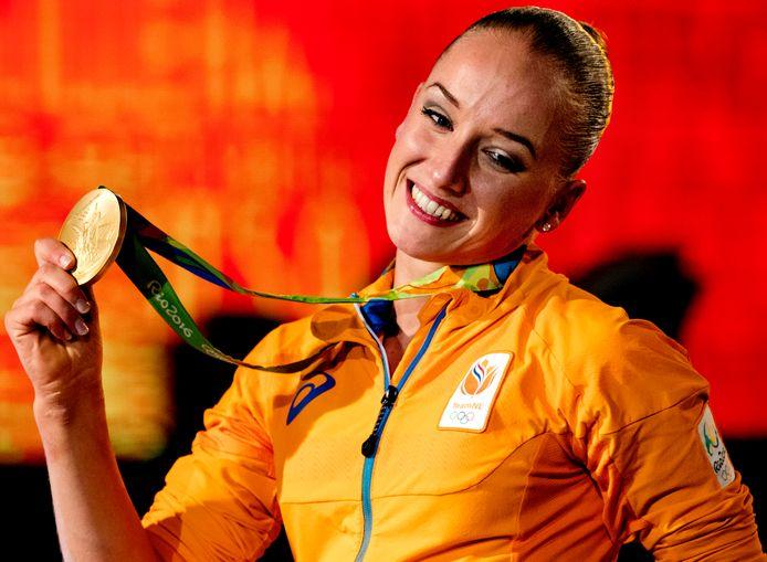 Sanne Wevers met haar gouden medaille in Rio.