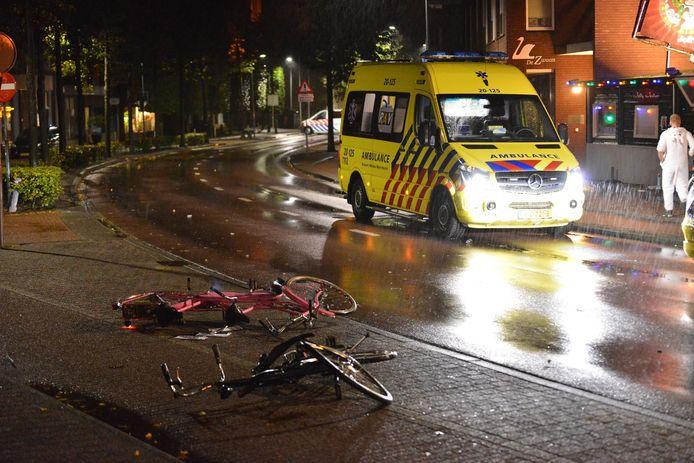 De automobilist zou zijn ingereden op mensen in Rijsbergen en daarna zijn gevlucht.