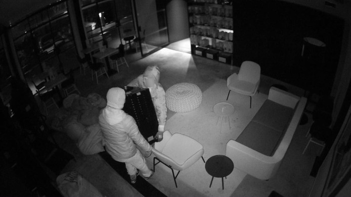 Capriole Café in de Binckhorst is dit weekend doelwit geworden van inbrekers. Onbekenden namen voor 30.000 euro aan spullen mee.