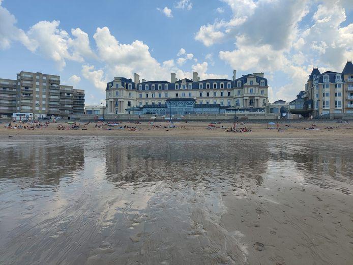 Le Grand Hôtel des Thermes, depuis la plage du Sillon.