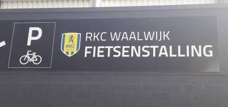 Nostalgische plaatsaanduiding bij RKC
