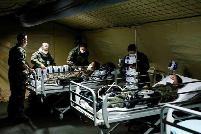 Drie dagen later oefenden de Franse militairen de procedures in. (1/2)